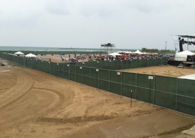 rental-fence-around-stage-for-concert